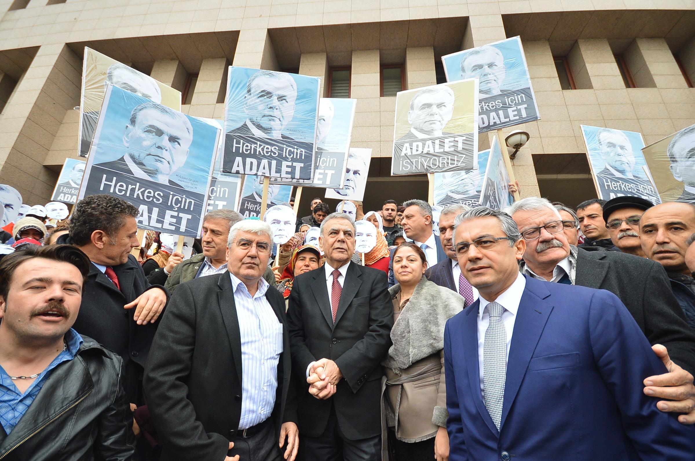 """""""Çete Davası"""" çöktü, Büyükşehir aklandı"""
