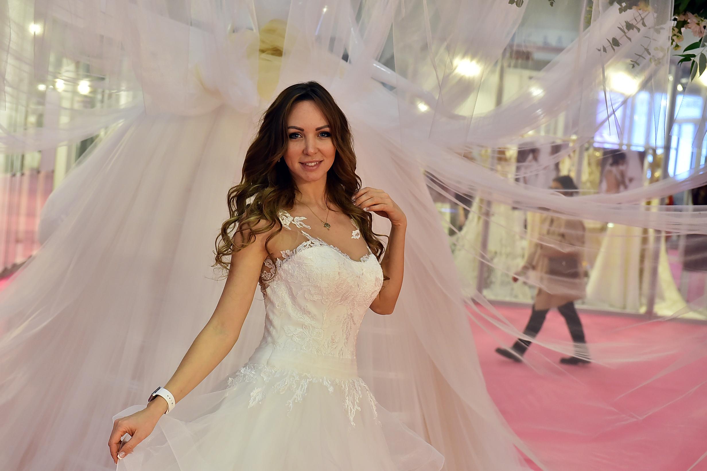 d4d1cdd27fd0f IF Wedding Gelinlik, Damatlık ve Abiye Giyim Fuarı'na ziyaretçi ve  katılımcılardan ilk kez gelenler de vardı, ilk günden itibaren bu fuardan  vazgeçmeyenler ...